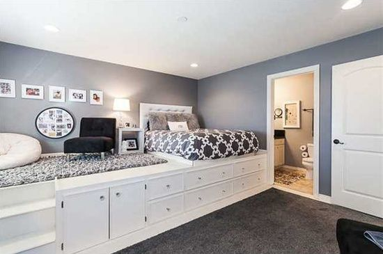 This would look cool to do for one of the girls rooms when we get a house!!! <3