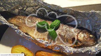 Mit diesem Rezept gelingt euch die perfekte Ofen-Forelle auch an Wintertagen wenn man den Grill nicht mal eben anschmeißen kann. Auch die komplette Tiefkühl-Forelle wird so zu einem Genuss.