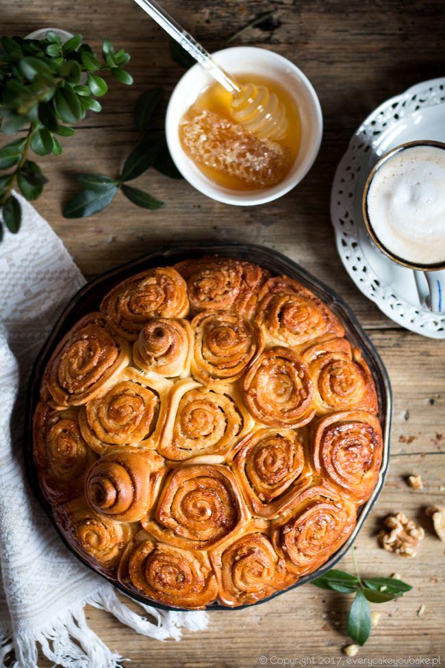 """Ciasto drożdżowe z orzechami """"gniazdo os"""", """"wasp nest"""" walnut cake #drożdżowe #yeast #orzechy #cake #walnut"""
