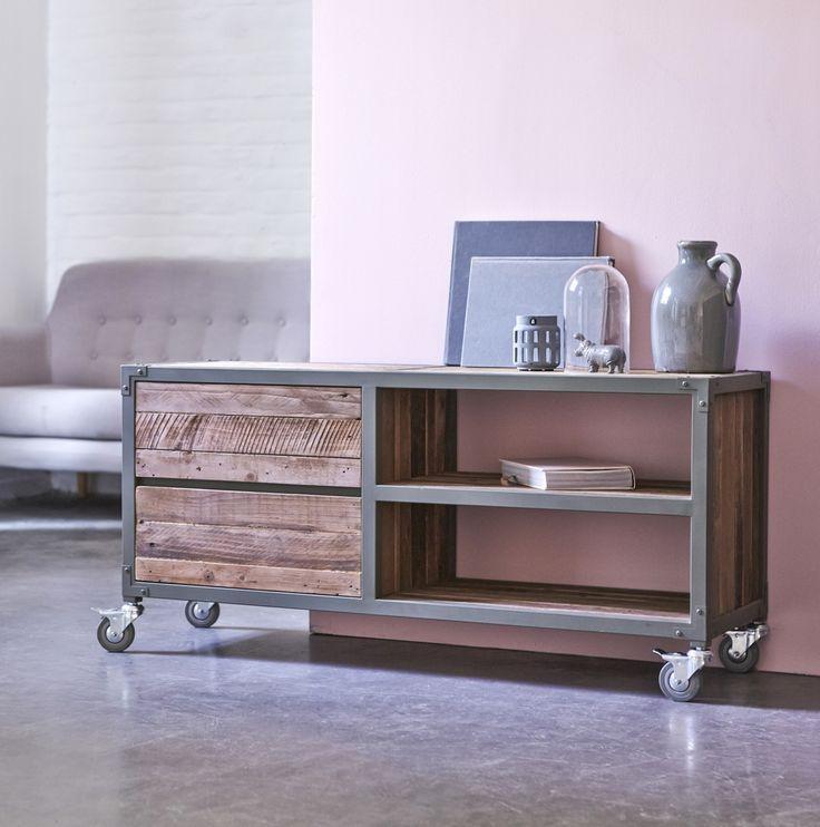 Flexible idéal pour les petites surfaces le meuble tv atelier est en bois recyclés