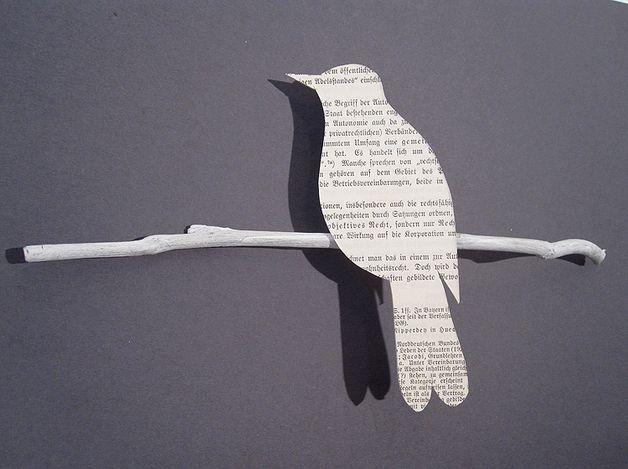 """""""Das ist die Drossel, die da schlägt - der Frühling, der mein Herz bewegt"""" [...]  Frei nach Theodor Storm sitzt die Drossel auf einem weißen Zweig und lockt den Frühling. Das Papier ist aus dem..."""