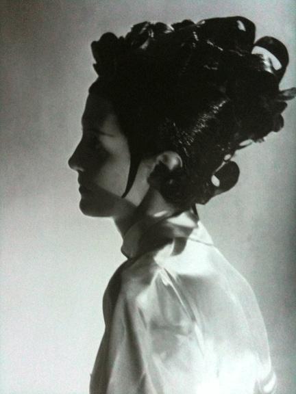 #hair Blue-and-black lacquered wig by Antoine de Paris seen at une soiree chez le gouverneur, 1935 (worn by Daisy Fellowes).