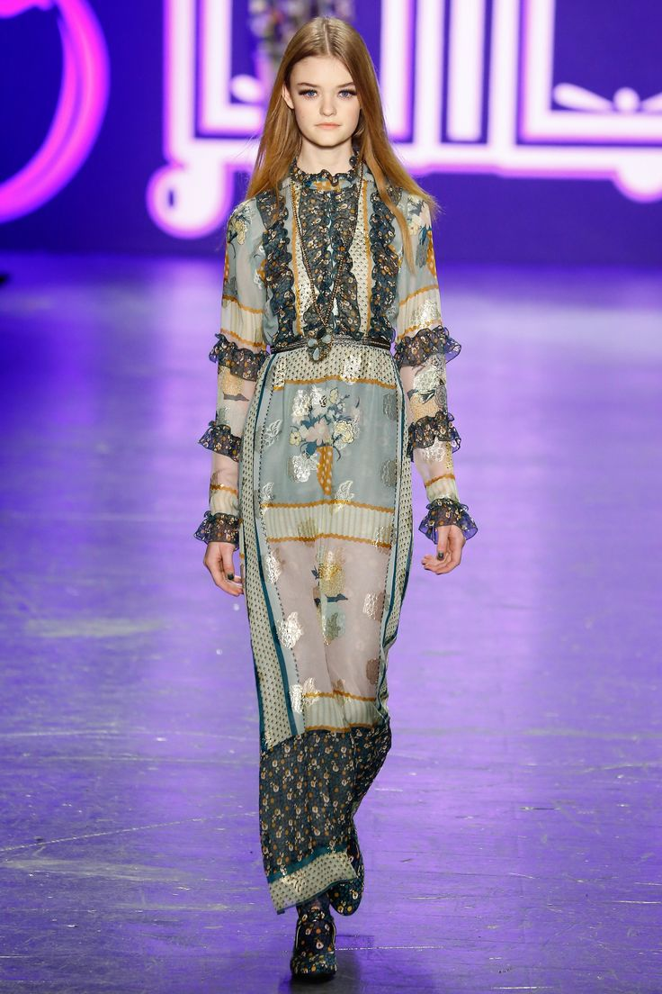 Anna Sui Fall 2016 Ready-to-Wear Fashion Show - Willow Hand