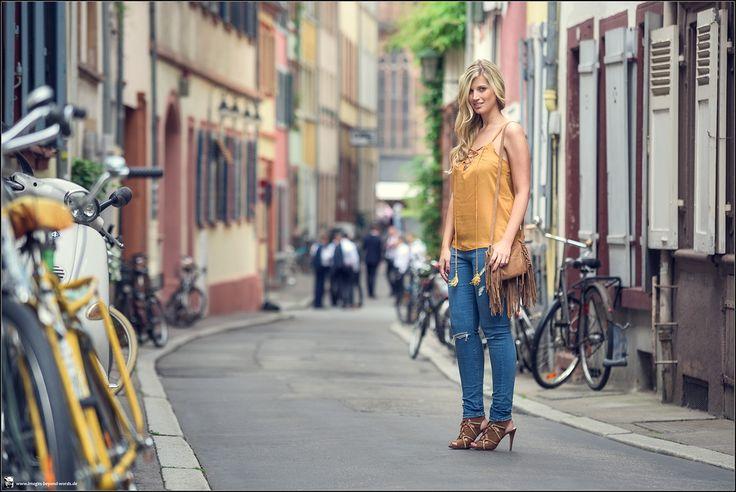 Images Beyond Words, Fashion Book, Fashion, High Fashion, Serge Daniel Knapp, Heidelberg, female model, model, topmodel, Leonie Löwenherz, city, center, bikes, bicycles, colorful, street, street photography, street fashion, jeans, high heels, orange, yellow, fashion blogger, blogging