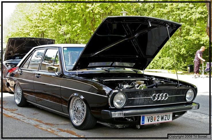 Slammed Audi 80 looks great