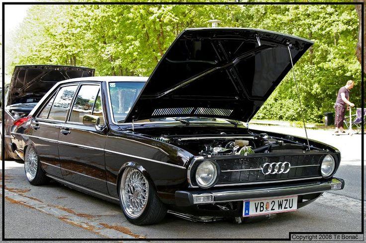 Slammed Audi 80 looks great