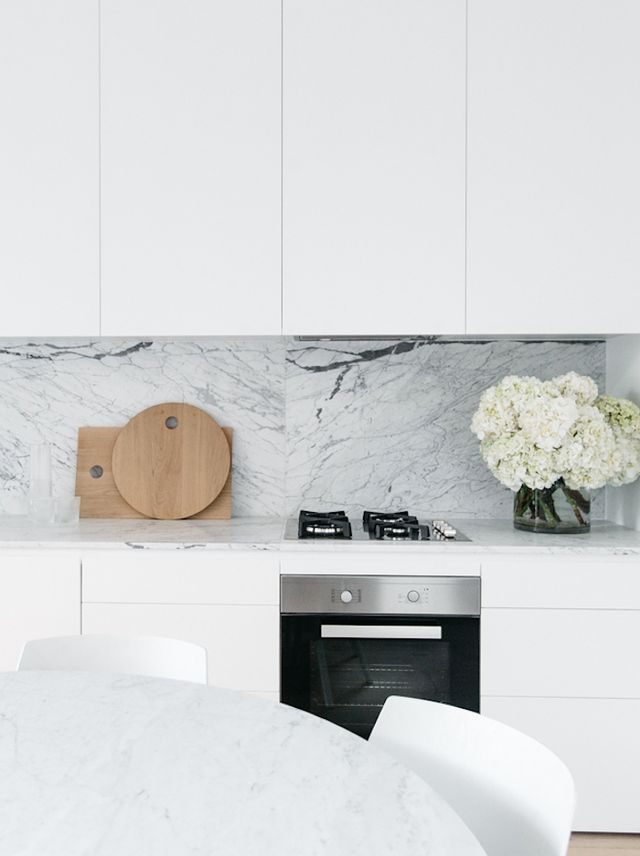 Another beautiful renovation by C+M Studio … white, modern & minimalist, this terrace house in Paddington, Sydney has understated style and tranquil charm written all over it | photos by Caroline McCr