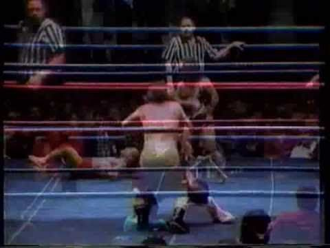 Midgets Farting and Wrestling!! - YouTube