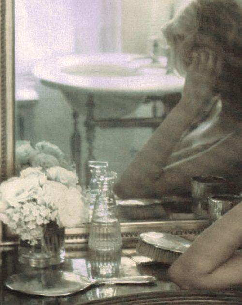 Pause. Through the eyes of Annie Leibovitz.