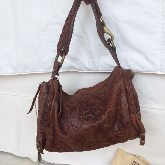 Be & D shoulder bag Perfect condition brown leather Be&D shoulder bag. Such a beautiful neutral purse to match every outfit! Be & D Bags Shoulder Bags