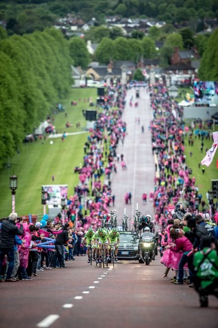 Photo Essay: Inside Cannondale at the Giro - Cannondale makes its way up the Stormont climb through a corridor of pink in the opening team time trial. Photo: BrakeThrough Media | brakethroughmedia.com