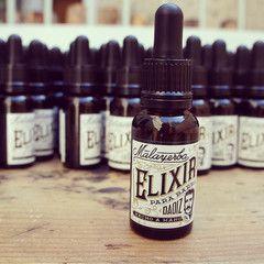 ♥ Malayerba: Elixir para barba Daoiz ♥ Este elixir para barba es una mezcla impresionante de aceite esencial de lemongrass, de cedro, aceite de almendras eco, de girasol, de cáñamo y aceite de soja eco infusionada con caléndula, una bomba hidratante y suavizante con un perfume fresco y único del que estamos súper orgullosos. ♥ Encuéntralo en www.oliviatheshop.com #olivia #oliviasoaps #oliviatheshop ♥