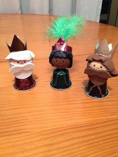 Estos Reyes Magos, están hechos aprovechando restos de materiales y cápsulas Nespresso, muy bonitas por sus colores y brillo.      ...