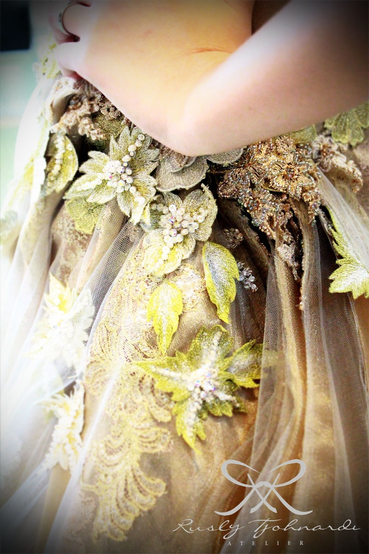 #lace #flower #floral #embroidery #hautecouture #technique #applique