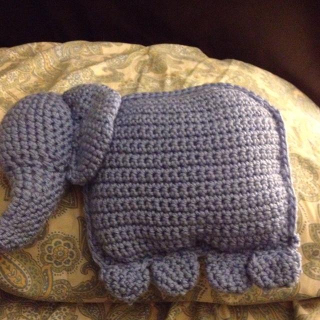 An elephant pillow I crocheted :) Dieren breien/ knit animals Pinterest Elephant pillow ...