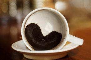 Kahve Telvesi İle Yapabilecekleriniz?   Türk kahvesi içtikten sonra   kesinlikle fincanın dibinde kalan telveyi dökmeyin.   Çünkü...  ...