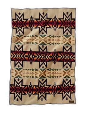 All I want for christmas is a native american Pendelton blanket. Pendelton Vintage Los Lunas Blanket