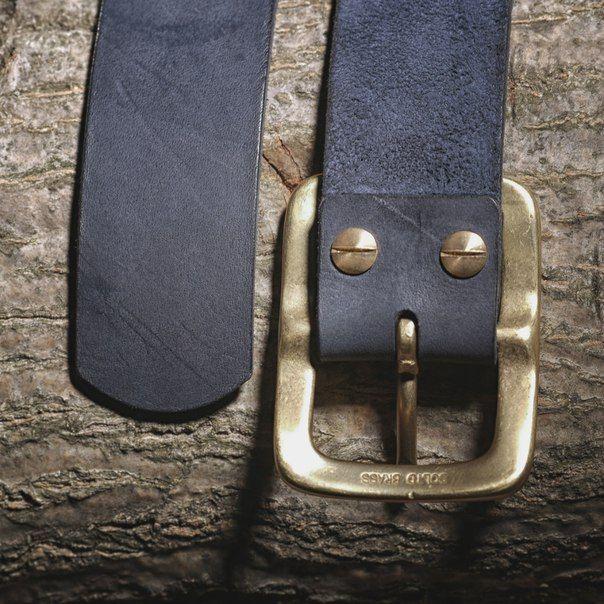 Pánský kožený pásek s mosaznou sponou - tmavě modrý