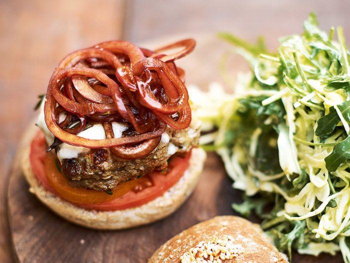 Jamie Olivers italienska superfood-burgare med coleslaw.