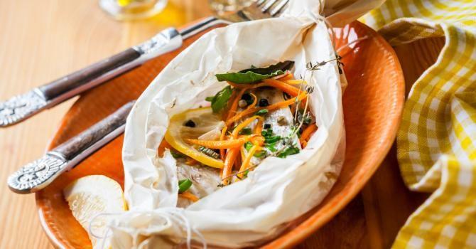 Recette de Papillote de cabillaud aux carottes, courgettes, thym et citron. Facile et rapide à réaliser, goûteuse et diététique.