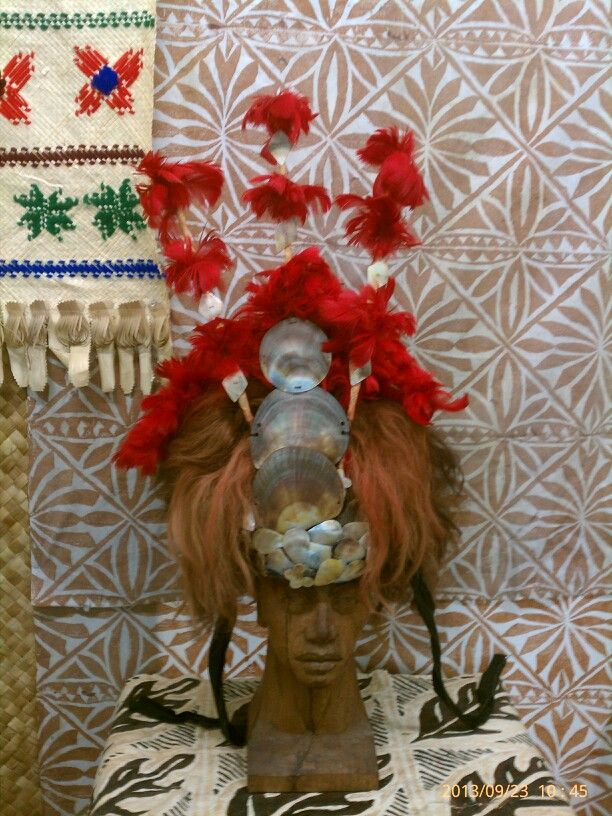 American Samoa Museum, headdress use by a (toupou) chiefs ...