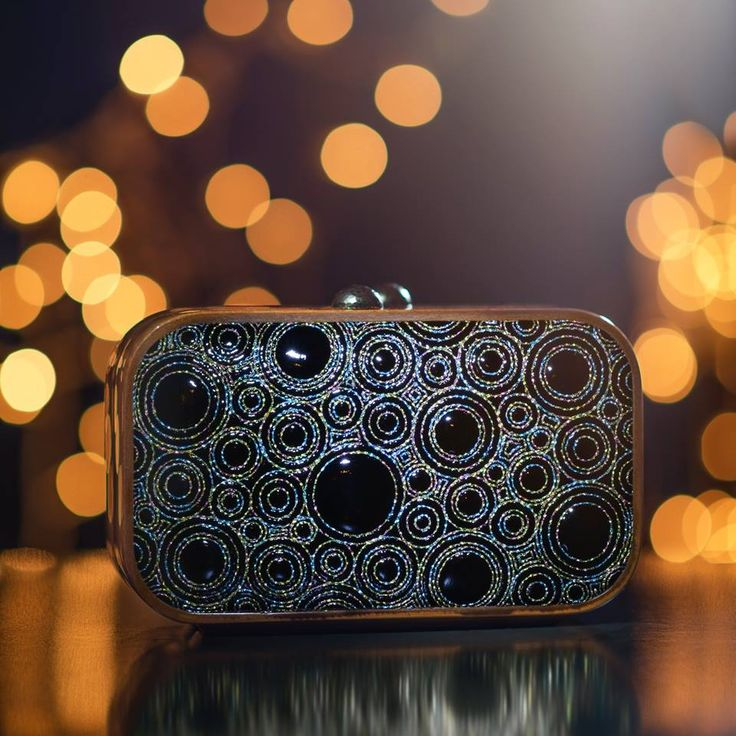 KATRIN LANGER wishes you a Happy New Year! Quilted Square Bag: http://katrinlanger.com/en/bag/92618-19-2/ #bags #clutches #lodenfrey #modamews #modaoperandi #ritzcarlton #vierjahreszeitenkempinski #munich #accessories #bauraulac #leadinghotels #zürich #lodenfrey #linette #kempinski #katrinlanger #schlosselmau