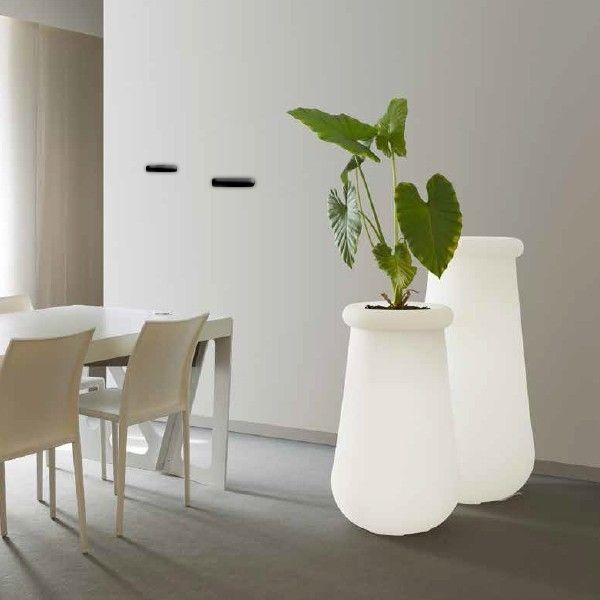 Modern lighting pots... Would you fill them with fresh or dried flowers?