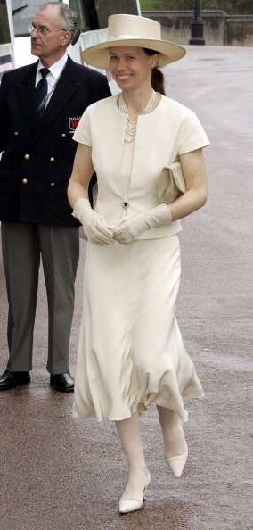 Lady Sarah Frances Elizabeth  Armstrong-Jones (1964-living2013) UK, wife of Daniel Chatto (Daniel Chatto St. George Sproule) (1957-living2013) UK. Sarah is the 2nd Child of Princess  Margaret Rose (1930-2002) UK (sister of Queen Elizabeth II (1926-living2013) UK) & Antony Armstrong-Jones (1930-living2013) Earl of Snowdon, UK (m. 1960, div. 1978). Sarah is 18th in line of succession to the thrones of each of the Commonwealth realms in 2013.