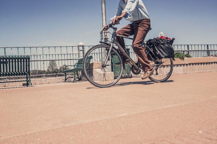 Come Andare In #Bicicletta. Il Metodo #Hipster | #HowTo in 13 punti per giovani Hipster su come andare in bicicletta senza correre il rischio di non essere riconosciuti → http://www.crehate.org/come-andare-bicicletta-il-metodo-hipster/