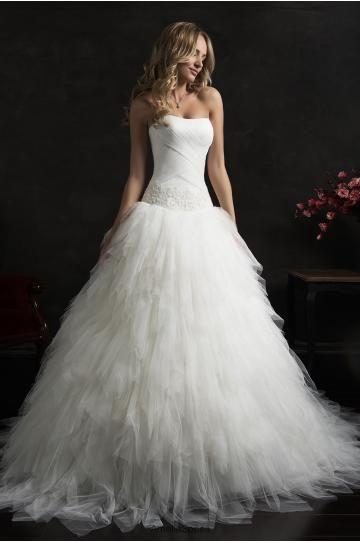 Ausgefallenes Brautkleid Federn