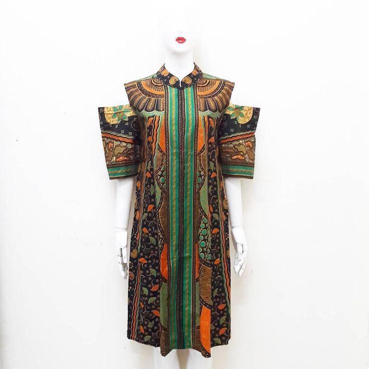 dress batik sinaran ukuran allsize Detail ukuran lingk.dada : 104 panjang: 102  199 rb product details:  stock 2pcs resleting depan  lengan bolong. . Serious order: WA :085643288400 Line: @vwz8296z BBM: 5e5f4e3a . . #batik #batikcap #batikunik #kualbatik #jogerbatik #celanabatik #hembatik #kainbatik #jumputan #jumputanhandamde #garutan #garutanmurah #seragambatik #kulotbatik #dressbatik #batiksolo #batikjogja #batikpekalongan #stelanbatik