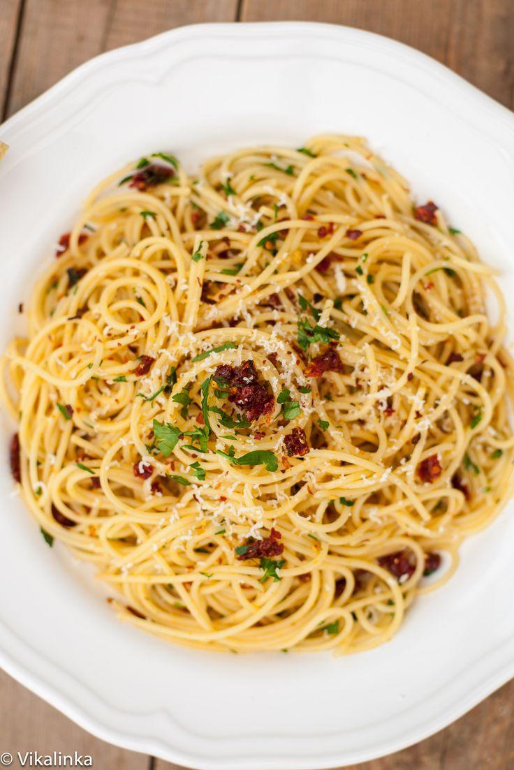 Spaghetti alla Siciliana: spaghetti with sun-dried tomatoes, garlic and parsley.