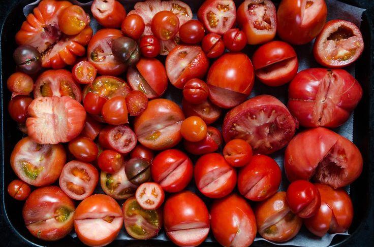 Det krävdes en hel del experimenterande innan vi hittade vårt sätt att göra krossade tomater på.Nu har vigenomenträgna försök skap...