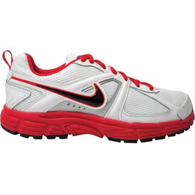Nike Dart 9 Leather Men's Running shoes benefit from a Support Zone and Impact Groove units to the heel for shock absorption and to increase stability. It also features a waffle pattern outsole for traction. A comfortable fit is attained by the padded and shaped ankle collar and lace up front. Mesh ventilation panels to the sides improve breathability. TPU technology is incorporated to the shoe, thus making it harder, stronger and more resistant to abrasion.
