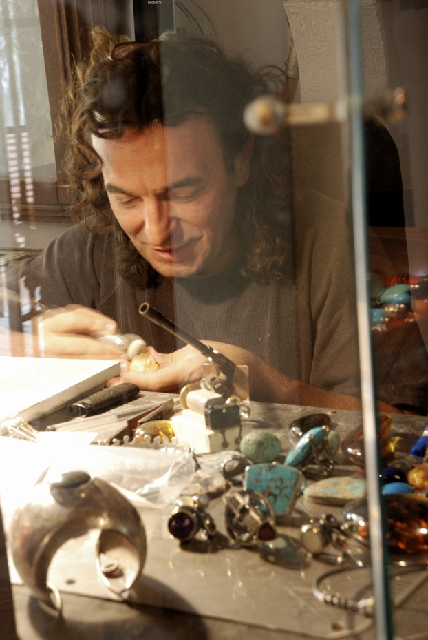 Vulca, jewels sculptor, based in Capoliveri, Elba island