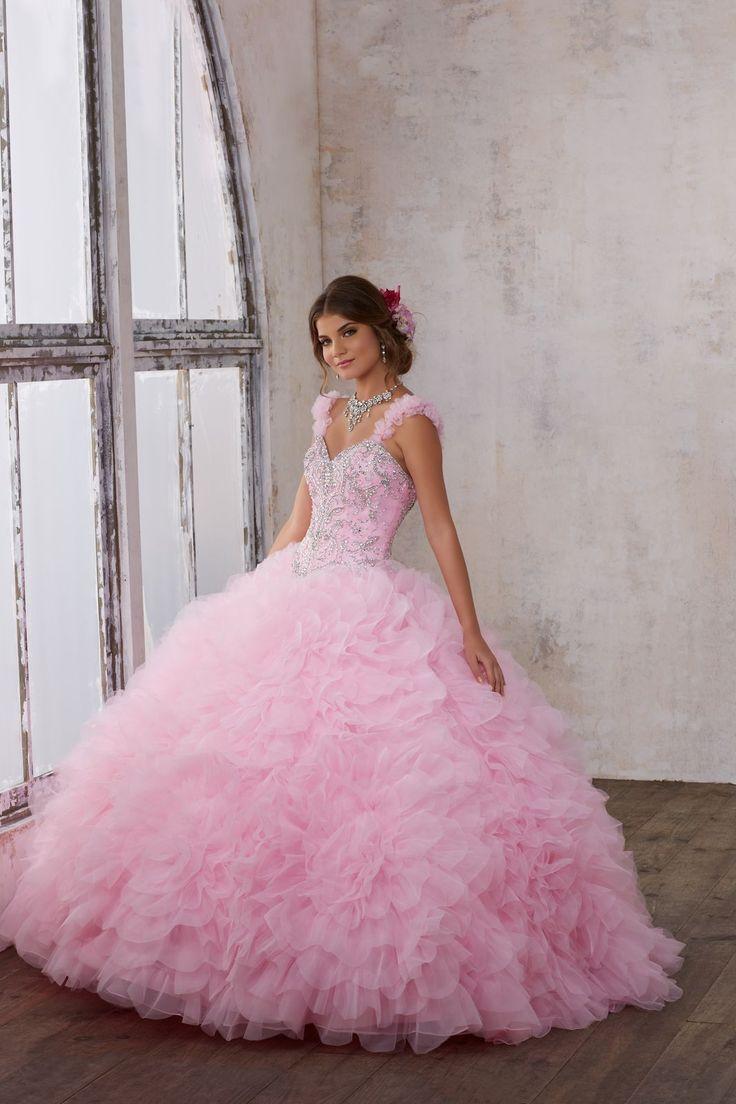 Nietuzinkowa, balowa suknia VIZCAYA na ramiączka Dużo spódnica z tiulu z falbanami. Dekolt wyszywany błyszczącymi koralikami. Ozdobne ramiączka. Wiązana na …