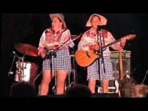 The Topp Twins as the Gingham Sisters at Gympie