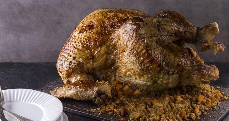 Γαλοπούλα με αρωματικό βούτυρο ψητή στο φούρνο.Συνοδεύται με γέμιση,πατάτες και λαχανάκια Βρυξελλών.