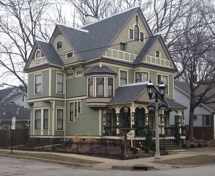 Bed and Breakfasts in Champaign-Urbana. Maybe for our next staycation. . .