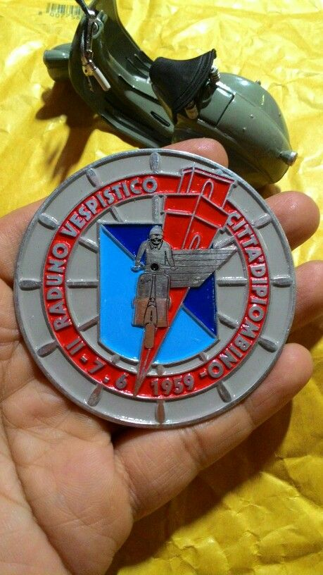 Badge raduno vespistico 1959 Size. 7cm to 7cm