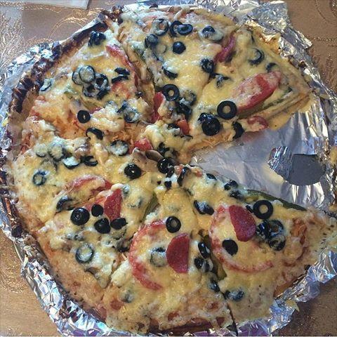 @_kh.shanu_ Xanıma Təşəkkürlər  Pizzam 😍 xemiri ucun 1yumurta, un, su, maya Ustune: zeytun, gobelek, toyuq eti, pamidor, tursu xiyar ,holland pendiri,kalbasa🙈nus olsun ☺️