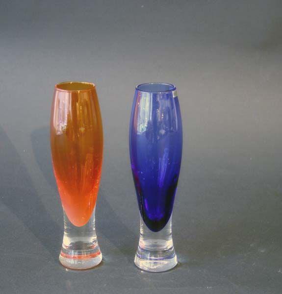 To vaser, orange og blå   Hadeland, Willy Johansson  Munnblåst.