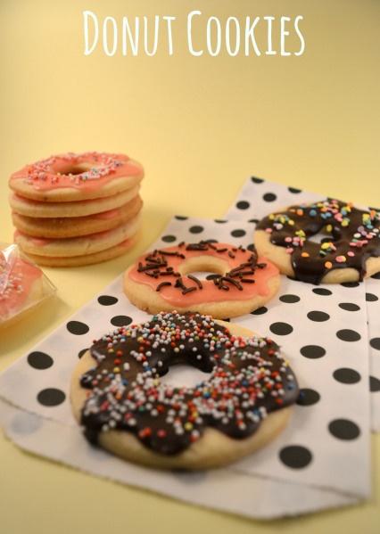 Die Sonne lacht, das Gemüt auch -> deshalb gibt es bei mir diesmal lecker, bunte, zitronige Donut-Cookies :D (Baking The Law)