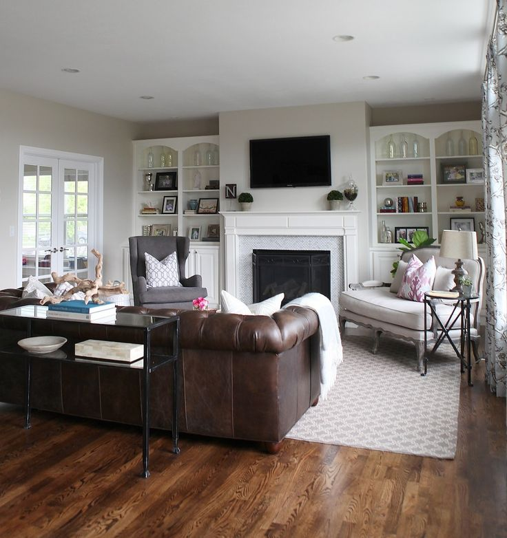 A Light Airy And Family Friendly Living Room Mixing Lighter Furniture Pieces With A Dark Leather Couch