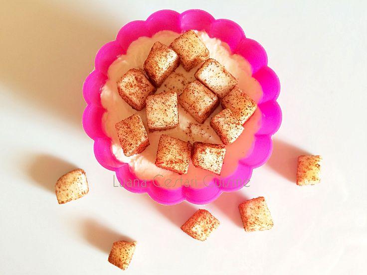 Mela con polvere di cannella su crema dolce allo yogurt vegetale #vegan #cucinanaturaledautore