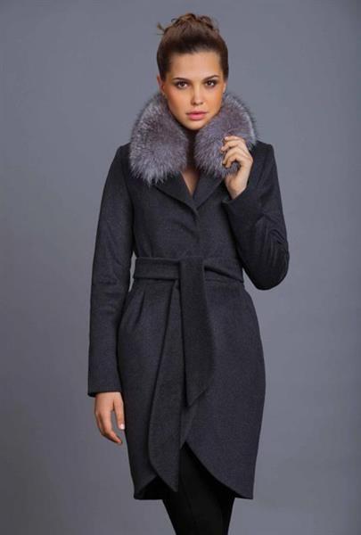Зимение пальто с мехом