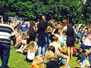 Festivalkalender für die Niederlande: http://www.nach-holland.de/reisen/zu-den-festivals