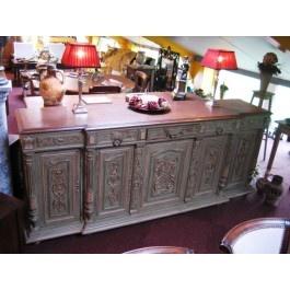 Bijzondere antieke dressoir  Bijzondere antieke dressoir. Het is een Henry deux style dressoir van eikenhout gemaakt, wel later gedeeltelijk opgeschilderd. Zeer nette en goed onderhouden dressoir.