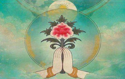 manos cogiendo una flor representando el karma