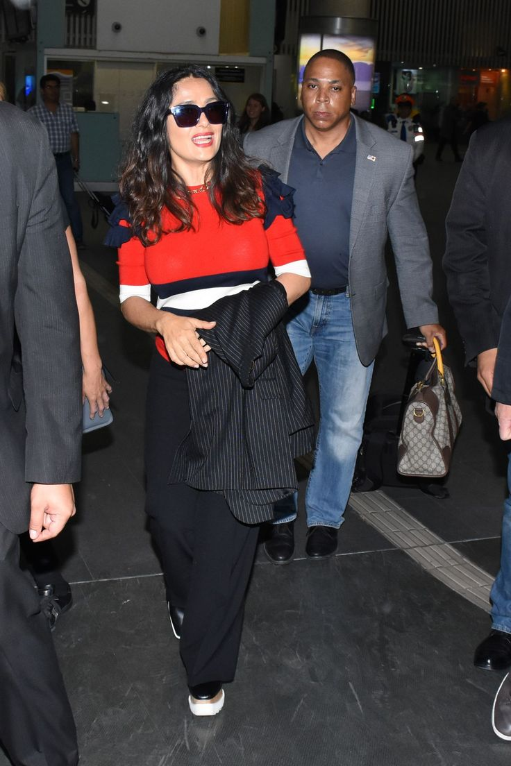 #SalmaHayek Salma Hayek Travel Outfit - Mexico City International Airport 05/03/2017 | Celebrity Uncensored! Read more: http://celxxx.com/2017/05/salma-hayek-travel-outfit-mexico-city-international-airport-05032017/